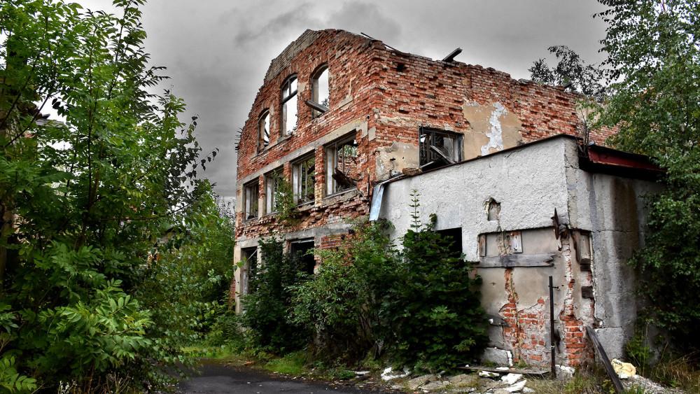 Eliáška, současný stav. Některé budovy by bylo nutno zbourat i v rámci případné revitalizace.